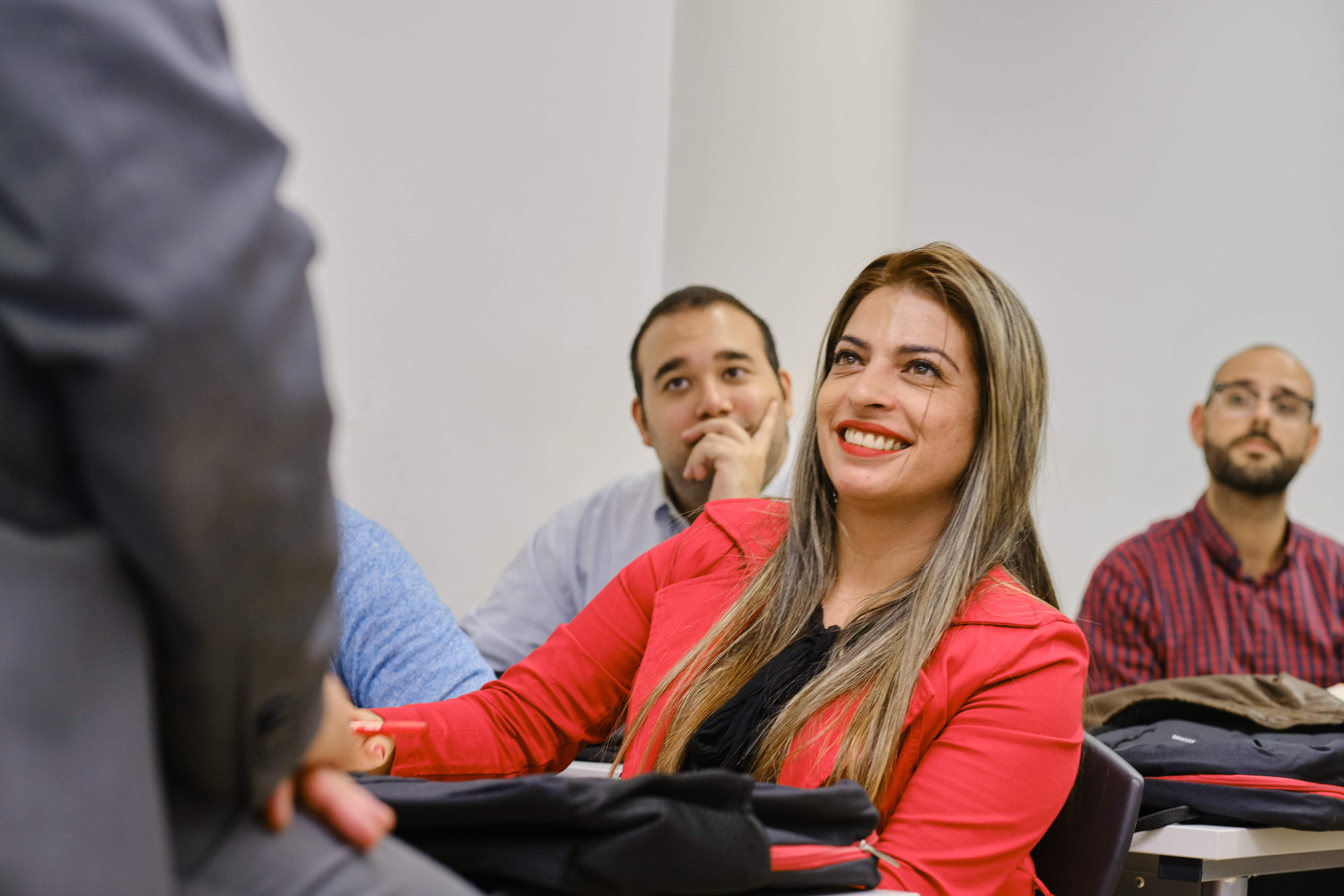 Estudiantes de EAE Business School en campus